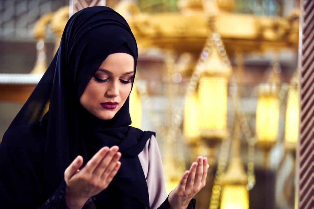 alasan wanita iran melepas hijab
