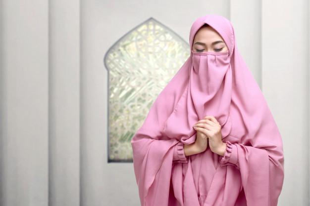 perbedaan niqab dan burqa